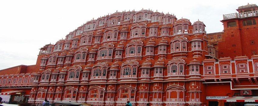 The Famous Indian Monuments Qutab Minar Taj Mahal Red